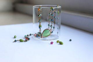 collana stile rosario colore metallo e verde fatta a mano